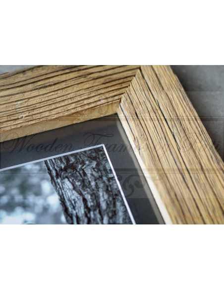 Rendu final: photo noir et blanc dans un cadre vieux bois avec passepartout noir et âme blanche
