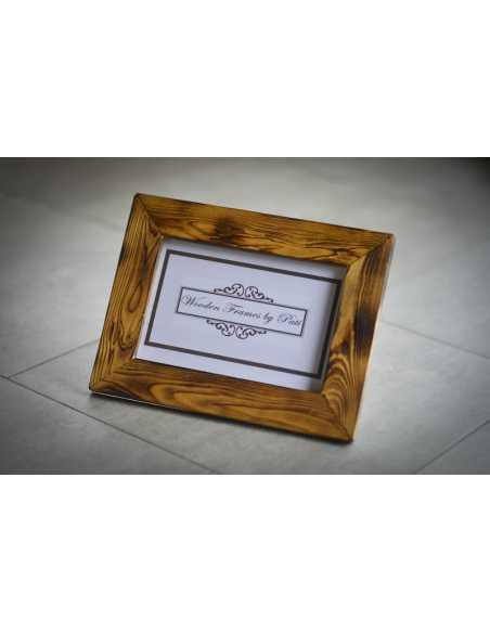 présentation de cadre photo en bois brulé clair avec patte chevalet
